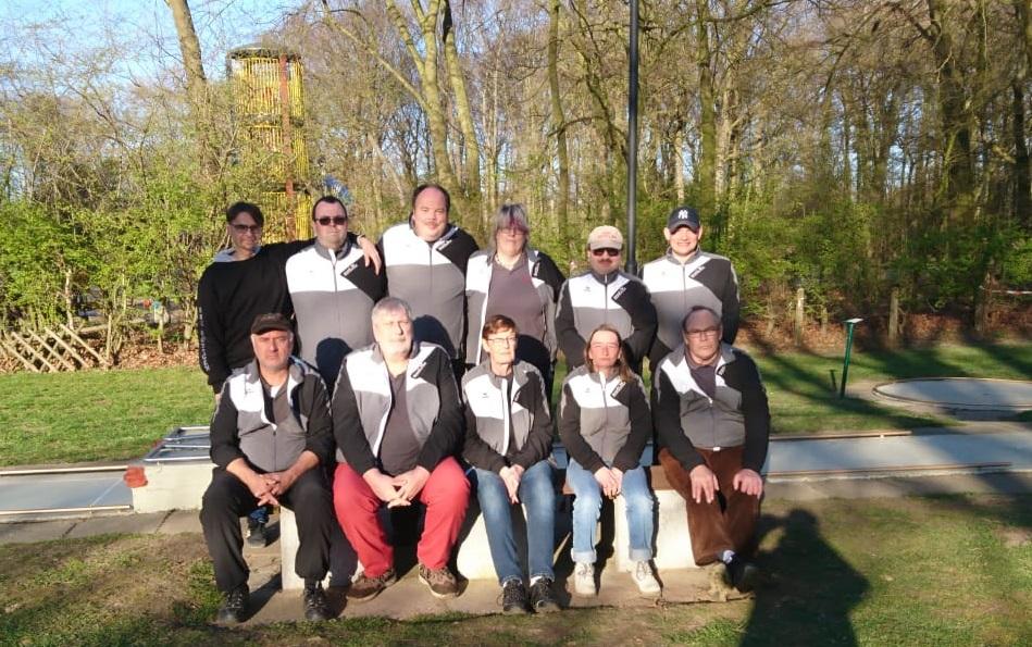 von links nach rechts hintere Reihe: Rainer, Markus, Rene, Kristin, Manfred, Dennis vordere Reihe: Norman, Helmut, Petra, Mabel, Jürgen